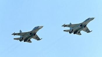 NATO 'hoảng loạn' trước sự xuất hiện của máy bay chiến đấu Nga gần tàu sân bay Anh?
