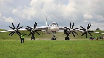 Máy bay ném bom Tu-160 và Tu-95MS của Nga thị uy tại Bắc Cực