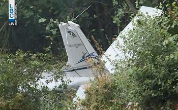 Máy bay huấn luyện đâm vào vách núi, phi công và hai hành khách thiệt mạng