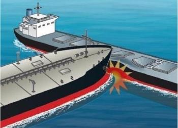 Tàu hàng Anh va chạm với tàu chở dầu trong vùng biển Malaysia