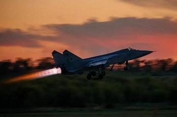 Nga điều 4 máy bay chiến đấu bám theo 3 máy bay ném bom Mỹ trên biển Bering