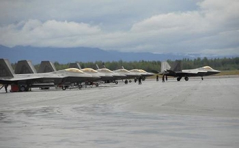 Không quân Mỹ chuyển cả đội bay tàng hình đến Guam