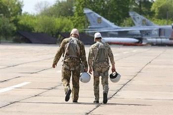 """Đang thiếu máy bay trầm trọng, Ukraine lại """"gặp nguy"""" khi phi công giải ngũ hàng loạt"""