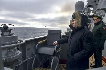 Tổng thống Putin ra sắc lệnh không được hạ cờ của Hải quân Nga trước mặt kẻ thù