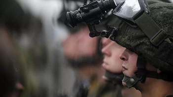 """Lính công binh Nga diễn tập hàng loạt """"tuyệt chiêu"""""""