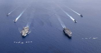 Hé lộ video Hải quân Mỹ tập trận phô diễn sức mạnh trên Biển Đông, răn đe Trung Quốc