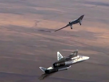 'Thợ săn tàng hình' Nga Okhotnik 'song kiếm hợp bích' với Su-57 trên không trung