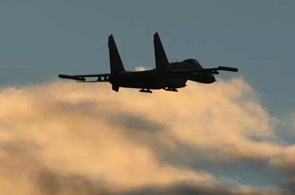 Nga điều tiêm kích Su-27 chặn các máy bay trinh sát Mỹ trên Biển Đen