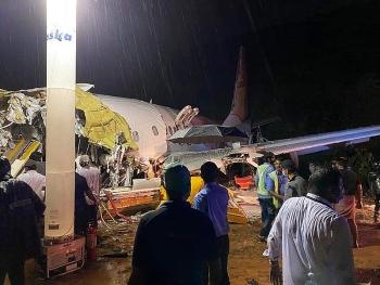 Máy bay chở 184 người của Ấn Độ bị rơi, 20 người thiệt mạng