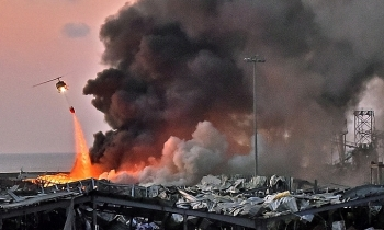 """Quan chức hải quan từng cảnh báo nguy cơ về tàu chở hóa chất ở cảng Beirut """"chết"""" không rõ ràng"""