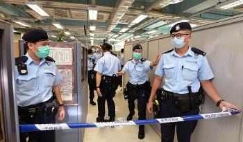 200 cảnh sát ập vào khám xét trụ sở Apple Daily sau khi bắt giữ trùm truyền thông Hong Kong