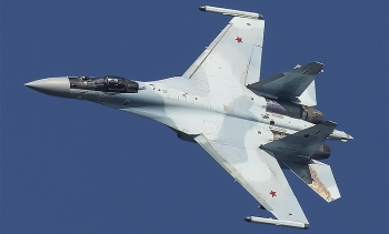 """""""Tử thần trên không"""" Su-35 Nga ngăn chặn máy bay tuần thám Mỹ trên biển Địa Trung Hải"""