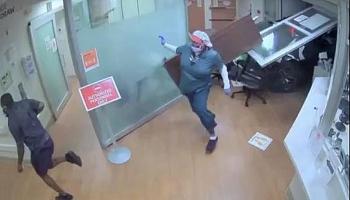 Video: Cụ bà 75 tuổi lao ô tô vào phòng cấp cứu khiến 5 người thương vong