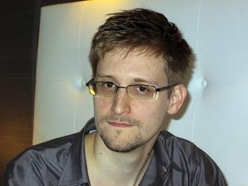 """Tổng thống Trump cân nhắc khả năng ân xá cho """"kẻ phản bội"""" Edward Snowden"""