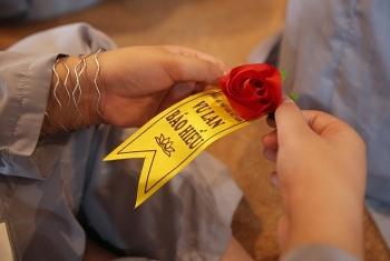 Nghi thức bông hồng cài áo trong ngày Vu Lan năm 2020