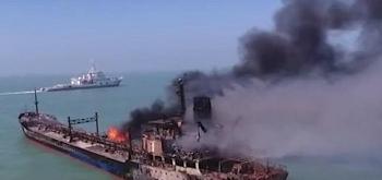 Video: Hai tàu Trung Quốc đâm nhau trên sông Dương Tử, khói bốc cao ngút trời