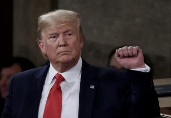"""Cố vấn Nhà Trắng cáo buộc Trung Quốc """"bắt tay"""" đảng Dân chủ để hạ bệ Trump"""