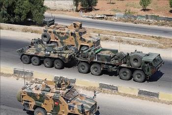 Xe bọc thép của Nga bị tấn công bất ngờ khi đang tuần tra chung ở Syria