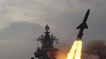 """""""Nghẹt thở"""" xem soái hạm Varyag, tàu ngầm hạt nhân Nga tiêu diệt mục tiêu ở biển Bering"""