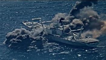 Video: Tên lửa Harpoon phô diễn hỏa lực chống hạm cực mạnh, xuyên thủng và làm nổ tung tàu đổ bộ