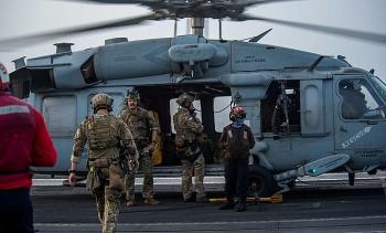 Tàu sân bay Mỹ hộ tống tàu dầu Israel sau khi bị tấn công ở vịnh Oman