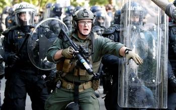 Tổng thống Biden ký dự luật tặng thưởng huy chương cho cảnh sát bảo vệ Quốc hội trong vụ bạo loạn
