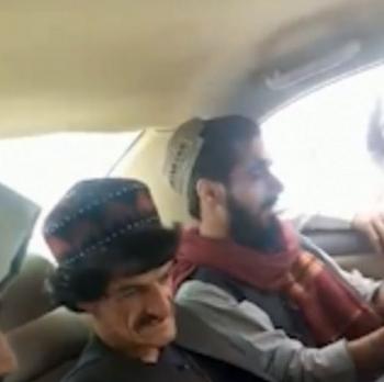 Lộ video diễn viên hài Afghanistan bị Taliban đưa đi hành quyết