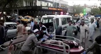 Ảnh: Kabul tang thương và hỗn loạn sau vụ đánh bom đẫm máu