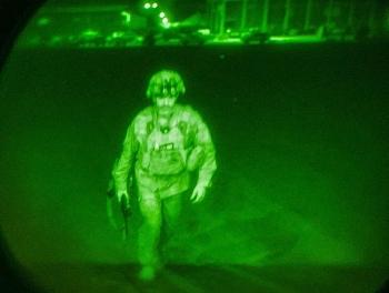 Hoa Kỳ công bố hình ảnh binh sĩ cuối cùng rời Afghanistan