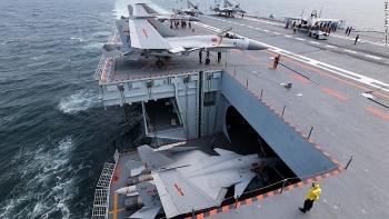 """Hé lộ những hình ảnh """"hiếm có"""" về dàn tiêm kích trên tàu sân bay Liêu Ninh của Hải quân Trung Quốc"""
