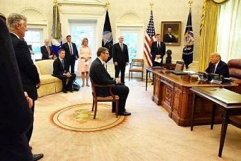"""Tổng thống Serbia chỉ trích Nga """"thô lỗ"""" khi so sánh ông với """"biểu tượng sex"""" của Mỹ"""