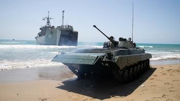 Iran kéo tàu ngầm Fateh ra Eo biển Hormuz, Mỹ lập tức cho rút toàn bộ máy bay không người lái