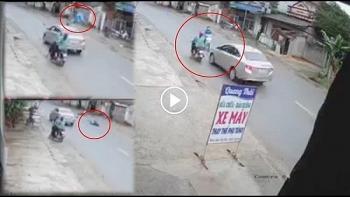 Camera giao thông: Kinh hoàng khoảnh khắc tài xế xe vios lấn làn đâm bay người phụ nữ lên cao tiếp đất tử vong