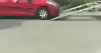 Camera giao thông: Màn cứu hộ ngớ ngẩn