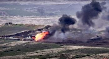 Video: Xe tăng Azerbaijan bốc cháy dữ dội sau khi trúng đạn