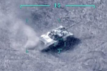 Video: Máy bay không người lái Azerbaijan thả tên lửa làm nổ tung xe tăng Armenia