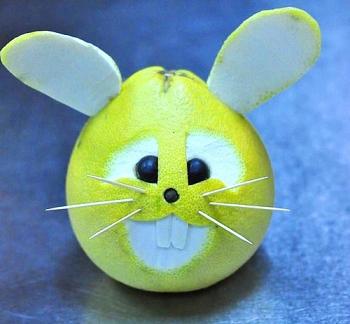 Tạo hình các con vật dễ thương bằng quả bưởi cho mâm cỗ Trung thu thêm sinh động