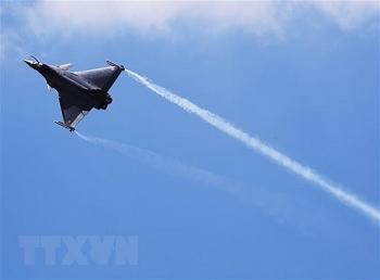 Máy bay chiến đấu đuổi theo máy bay thương mại, cả Paris chấn động vì tiếng nổ siêu thanh