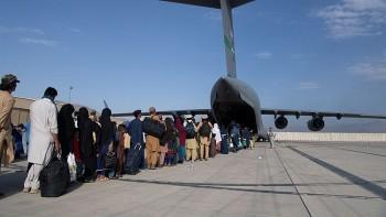Taliban cho phép chuyến bay đầu tiên chở công dân sơ tán rời Kabul