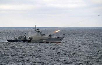 Tàu chiến Nga 'săn lùng' đối thủ ở Biển Đen