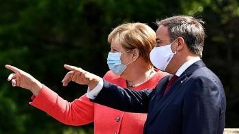 Thủ tướng Merkel bị kéo vào lịch trình tranh cử dày đặc của ông Laschet