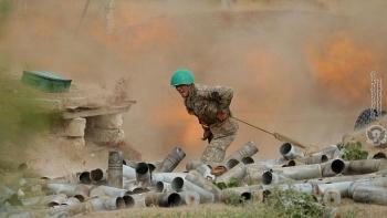 Video: Binh sỹ Armenia bất lực nhìn cảnh đồng đội bị UAV tấn công
