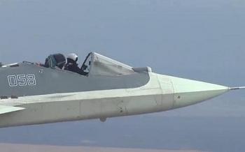 """Video: Tiêm kích tàng hình Su-57 """"mui trần"""" thực hiện bài thử chưa từng có"""
