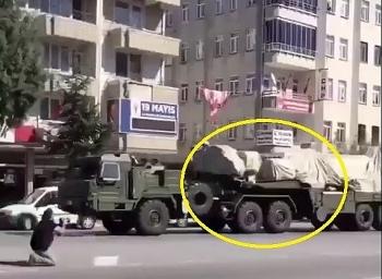 Video: Thổ Nhĩ Kỳ dồn dập đưa hệ thống tên lửa S-400 đến gần bờ Biển Đen
