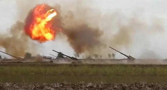 """Armenia dội """"bão lửa"""", cơ sở dầu mỏ của Azerbaijan tan hoang"""