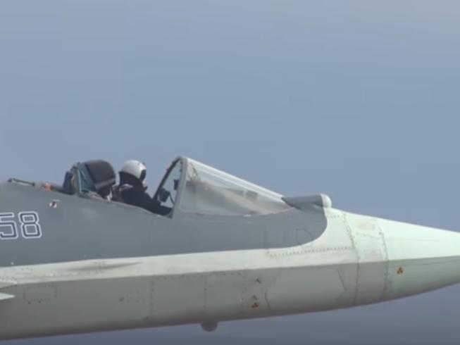 Phi công Nga lái Su-57