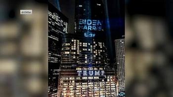 Logo Biden - Harris bất ngờ được thắp sáng trên tòa tháp Trump