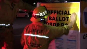 Hòm thư bỏ phiếu Mỹ bị phóng hỏa, nhiều phiếu bầu bị thiêu rụi