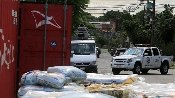Phát hiện nhiều thi thể bị phân hủy trong container chở phân bón ở Paraguay