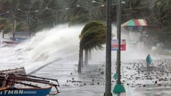 """Video: Sức tàn phá kinh hoàng của """"cuồng phong"""" Molave quét qua Philippines"""